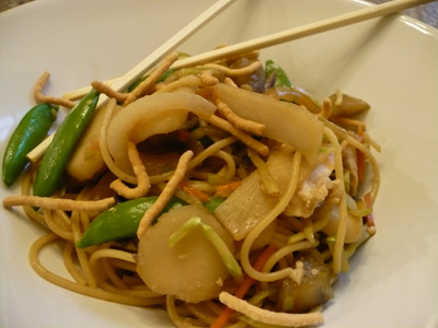 http://cookbooksmasher.com/wp-content/uploads/2008/05/chicken-chow-mein.jpg